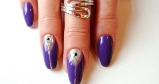 Beautiful violet gel nails with silver decoration. How do you like the M?