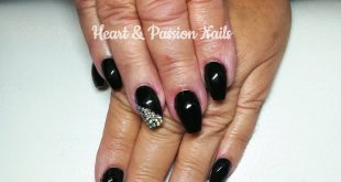 Why black nails are always the best? Because black noble and chic