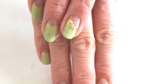 Green is good. Get nice nails with your own design. Here with French special, glitter