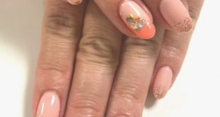 Stylish autumn nails with their own design. Here with diagonal French, tinsel and stones. V