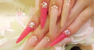 What a claw! Stylish nails with the little extra. Here with Full color and stones. Select