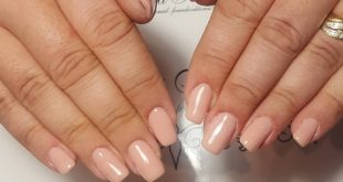 Natural nails. A gentle manicure