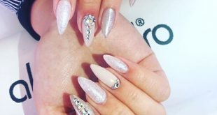 Nails by Sarah Unbelievable what works of art she already conjures up! Sarah is looking for