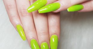 You asked me whether red or green? And my nailtech spirit says greennn