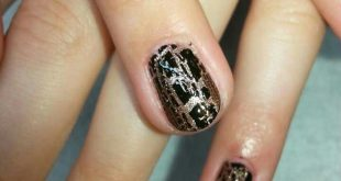 Classic manicure with gold / brown pattern    | Advertising because of brand names
