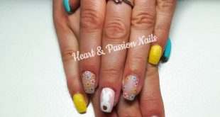 Ooostern can come A delicate and playful variant of the first Easter nails.