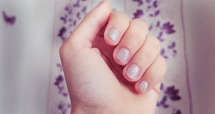 Simple but great solution for a manicure that is done in seconds - sparkle