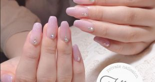 . Customer nail Glitter Cute but not simple The square cut is also cute Thank you very much . .