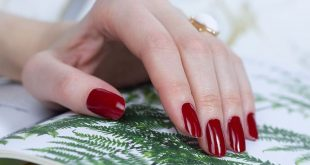 Bonjour beauties!  (Almost) nothing can beat a stunning red mani, can it?  We are ce