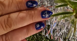 Christmas nails in a beautiful dark blue and self-painted stars . . .
