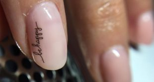 Can't gel nails look natural?  I would say ... these nails here